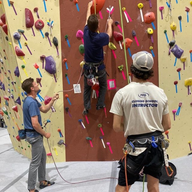 We have really been enjoying our lead classes this summer!☀️ Have you ever wanted to learn how to lead climb, go on our website or talk with your gyms desk staff about getting placed in a class :) . . . #prgleadclimbing #sportclimbing #prgclimbingschool #learntolead #prgclimbing #lead #climbing #confidencecommunityclimbing #prg